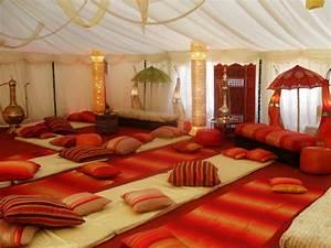 Les meubles indiens modernes ou traditionnels ils sont for Tapis de sol avec coussin canapé 70x50