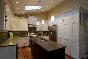 Custom kitchen cabinets calgary evolve kitchens for Bathroom cabinets calgary