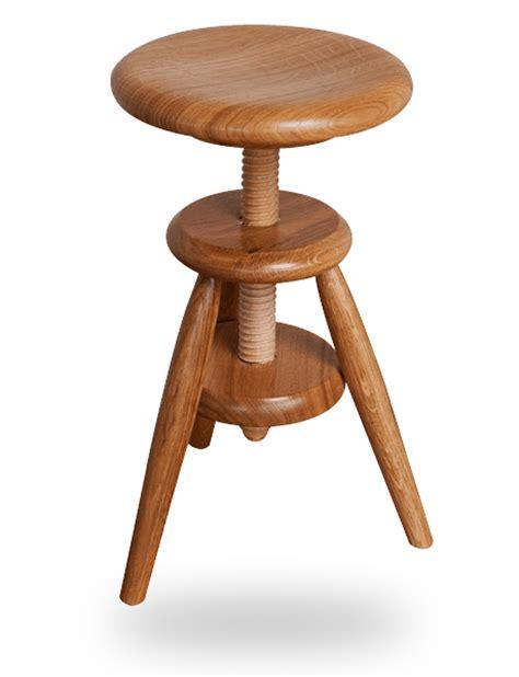tabouret bois reglable en hauteur le tabouret en bois traditionnel ou design fabriqu 233 en tabouret 224 vis enfant en bois