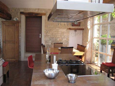 cuisine ancienne bois cuisine moderne dans maison ancienne