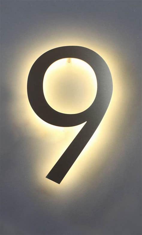 hausnummer edelstahl beleuchtet eine mit led hinterleuchtete 9 aus edelstahl als hausnummer