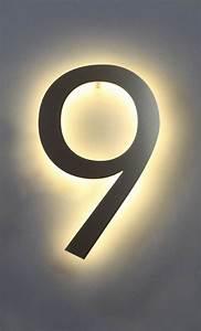 Hausnummer Beleuchtet Led : eine mit led hinterleuchtete 9 aus edelstahl als hausnummer ~ Frokenaadalensverden.com Haus und Dekorationen