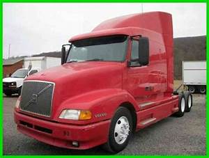 Volvo Vnl Sleeper Cab  2000    Sleeper Semi Trucks