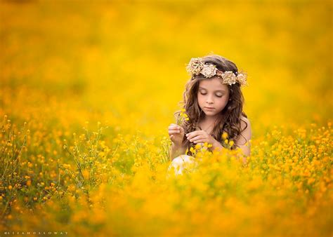 This Mom Of 10 Captures Portraits Of Children In Nature