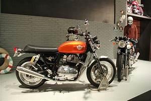 Salon De Milan : salon de milan 2017 bicylindre et deux motos chez royal ~ Voncanada.com Idées de Décoration
