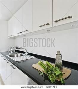 Granit Arbeitsplatte Küche Preis : wei mit schwarzem granit arbeitsplatte k che stockfotos ~ Michelbontemps.com Haus und Dekorationen