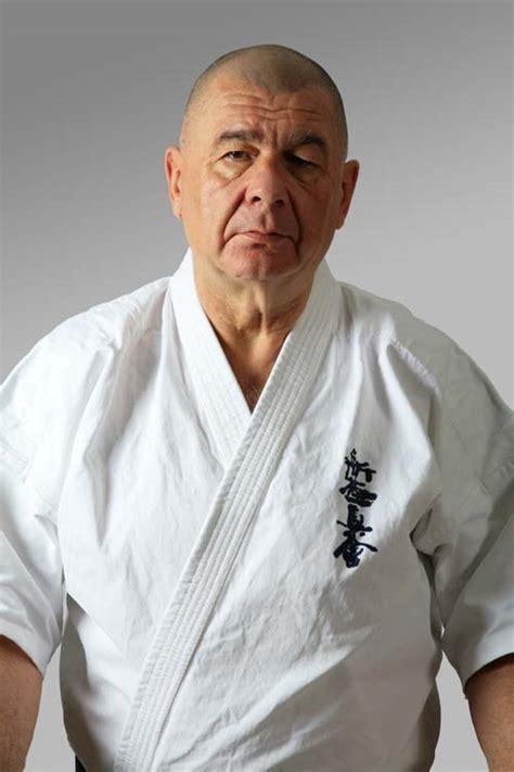 Ha valamelyik cikkből kerültél ide, arra kérünk, lépj vissza, és pontosítsd benne a hivatkozást, hogy ne erre az. Interjú Shinan Furkó Kálmán 7 danos Kyokushin ...