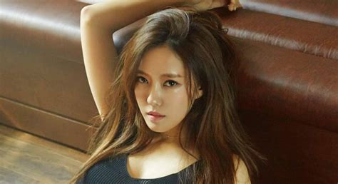 Tara's Hyomin Takes Her Fancy Super Car For A Spin
