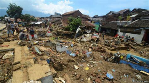 ratusan korban bencana banjir garut huni pos pengungsian