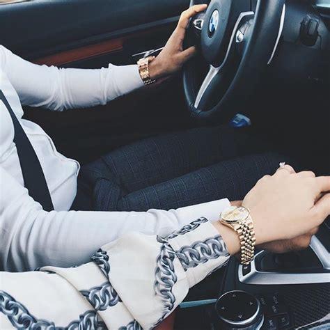 holding hands  drive love    crash lol
