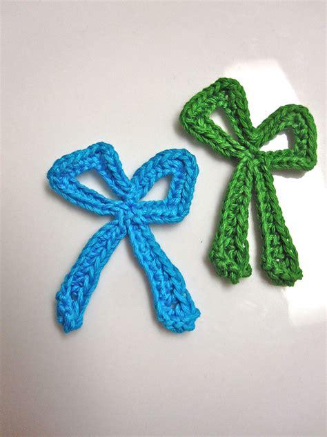 slappytheseal stitches  crochet bow applique pattern