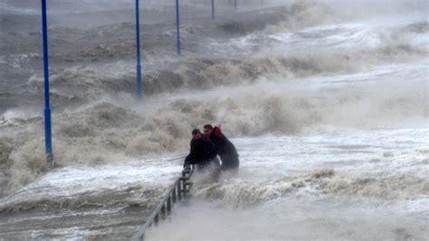unwetter  deutschland meteorologen warnen vor orkan und