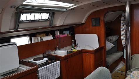 Yacht Innen by Segelyacht Innen Unter Segeln