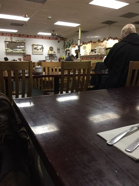 pauls country kitchen 6am looks like regulars so it s probably yelp 1429