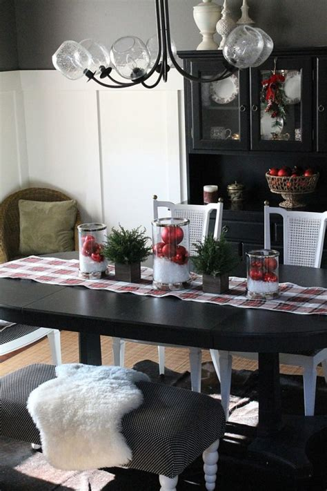 stunning christmas dining room decor ideas digsdigs