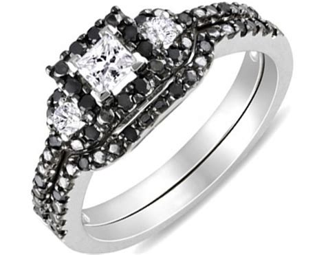 Mesmerizing Black And White Diamond Wedding Ring Set 1