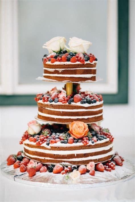 etagere für torten die besten 25 hochzeitstorte etagere ideen auf tiered kuchen stands hochzeitstorte