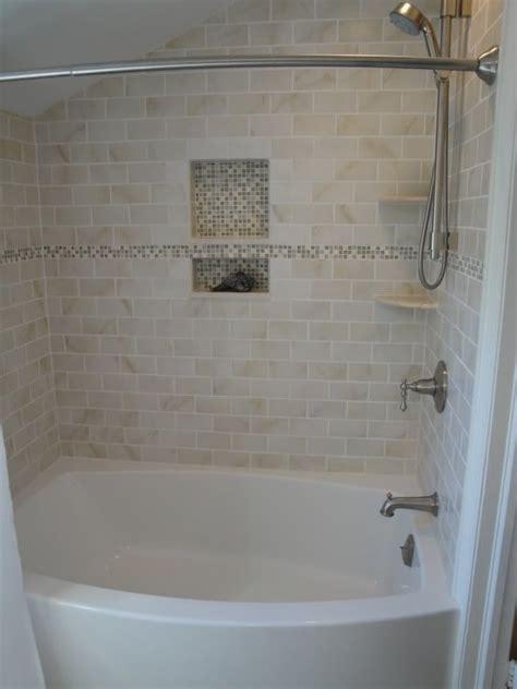 Tiling A Bathtub Enclosure by 25 Best Ideas About Bathtub Tile Surround On