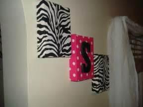 wall decor zebra rumah minimalis