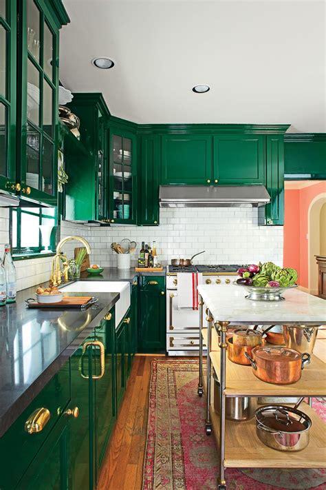 finish  bottom  upper kitchen cabinets