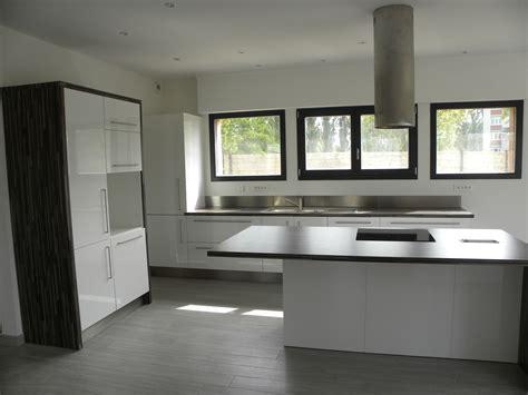 cuisines modernes cuisine moderne laquée blanc brillant gilles martel