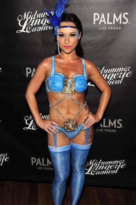 danielle harris sexy body paint halloween costumes celebrities dare to bare it