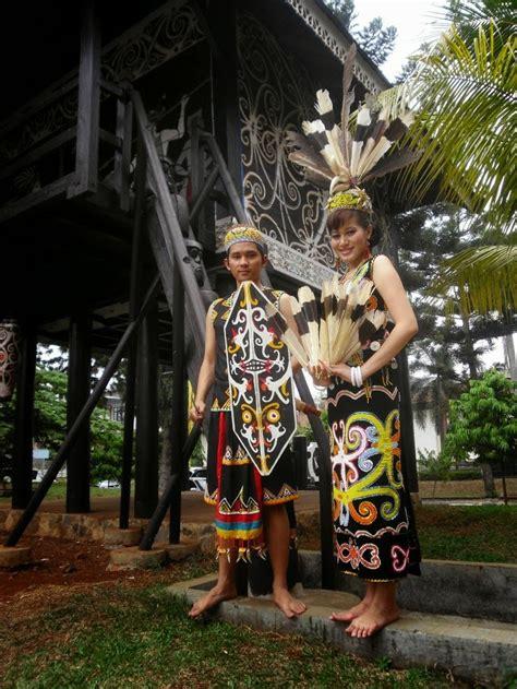 kerajaan kerajaan  indonesia gambar  daftar nama lengkap pakaian adat daerah indonesia