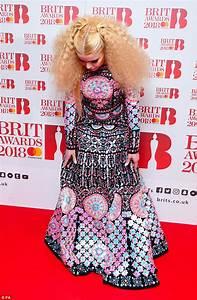 Brit Awards 2018: Paloma Faith leads the arrivals