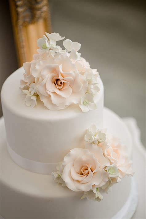 amazing  white wedding cakes