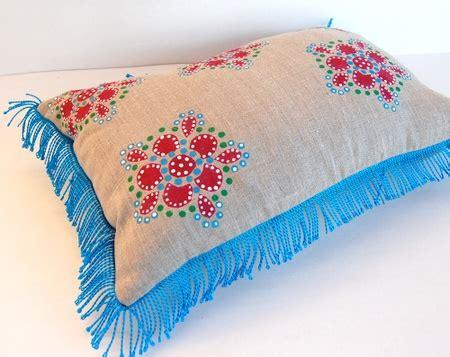 sta foto su cuscini spezzare lo stile nordico con decorazioni asiatiche