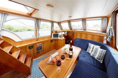 Yacht Innen by Bootsurlaub Auf Der Peene Moderne Yachten Mieten