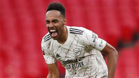 Aubameyang keeps Arsenal waiting on contract update after ...