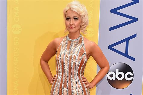megan linsey meghan linsey receiving death threats after taking a knee
