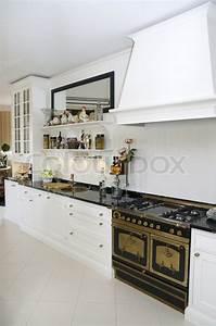 Boden Kühlschrank Real : innenausstattung kochen essen stockfoto colourbox ~ Kayakingforconservation.com Haus und Dekorationen