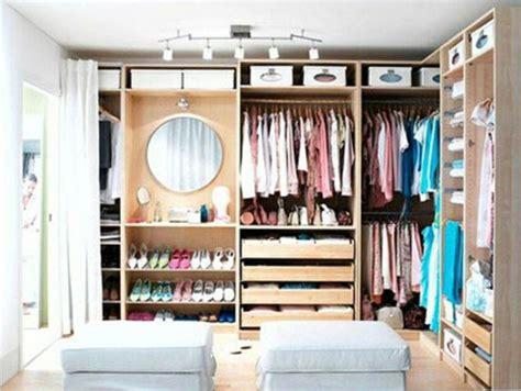 Ikea Hocker Ankleidezimmer by Offene Kleiderschranksysteme 30 Wundersch 246 Ne Ideen