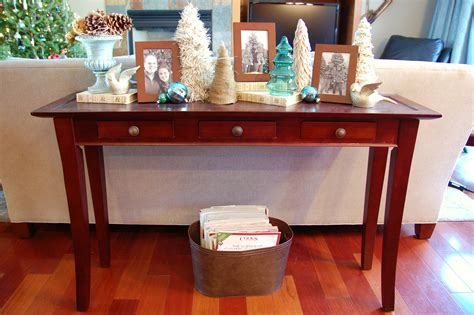 how to decorate a sofa table behind a couch christmas decorating a sofa table ideas christmas decorating