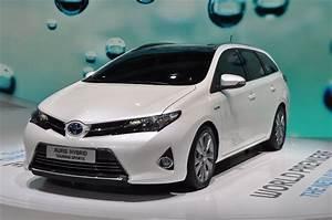 Toyota Auris Break Hybride : albums photos toyota auris hybrid touring sports ~ Medecine-chirurgie-esthetiques.com Avis de Voitures