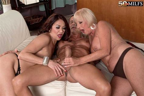 Lucky Guy Gets To Fuck Two Older Horny Milfs Pichunter