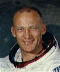Neil Armstrong and Edwin Buzz Aldrin Saw UFOs - Pics about ...