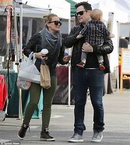 Baby steps! Hilary Duff and husband Mike Comrie guide son ...