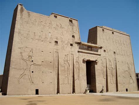 Las Tempel Velcro No 240 file edfu tempel pylon 01 jpg wikimedia commons