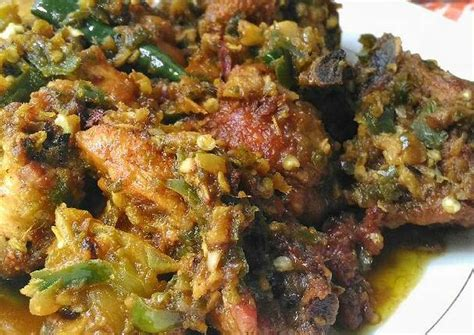 Sambal cabe hijau merupakan salah satu sambal yang terunik, karena penampilannya yang kasar berbeda dengan sambal kecap yang hanya. Resep Ayam Goreng Lado Mudo Khas Padang (Ayam Cabe Ijo) oleh Shepty Liestiowati - Cookpad