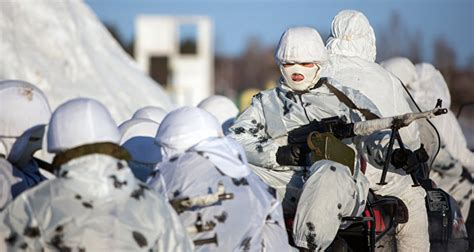 russian soldiers complete psychologist guided team
