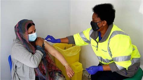 เนื่องจากวัคซีนแอสตร้าเซเนก้า 61 ล้านโดส ถ้าฉีดคนละ 2 โดส ไม่เพียงพอสำหรับคนทั้งประเทศแน่นอน ประเทศไทยควรปรับแผนตามประเทศ. วิจัยในอังกฤษชี้วัคซีนไฟเซอร์-แอสตร้าเซนเนก้า มีประสิทธิภาพต้านโควิดสายพันธุ์อินเดีย - ข่าวสด