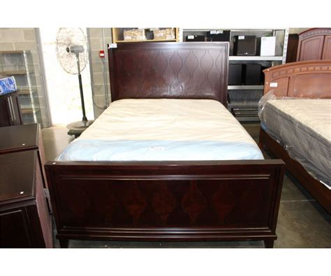 3pc Queen Size Bedroom Set; Bed Headboard Footboard And
