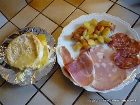 recette de cuisine camembert au four camembert au four les bons restaurants
