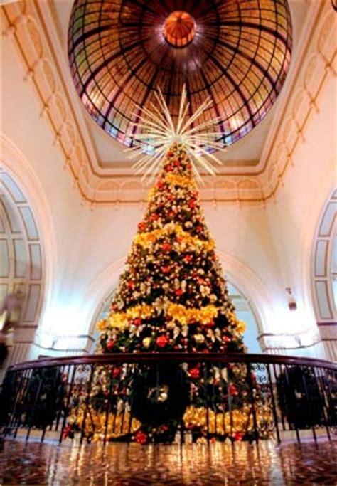 australia s largest indoor christmas tree lights up qvb