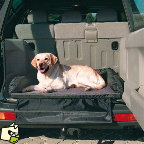 coussin et protection de coffre arriere automobile pour le couchage de votre chien pendant le