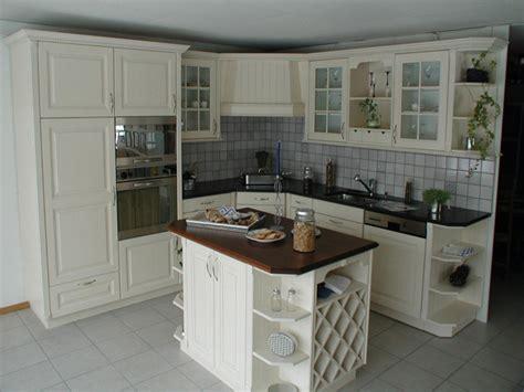 davaus cuisine chene peinte en blanc avec des