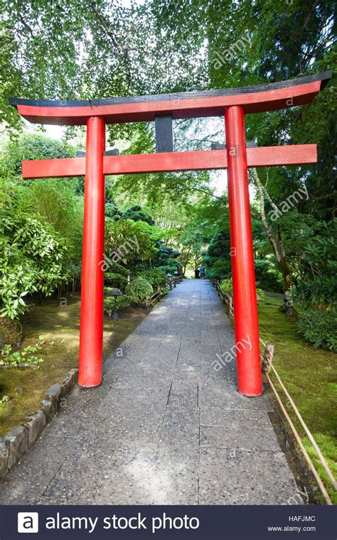 Japanisches Tor Kaufen by A Torii Gate At The Entrance To The Japanese Garden At